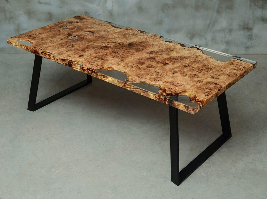lakierowany stół Gloria do jadalni z błyszczącym wykończeniem