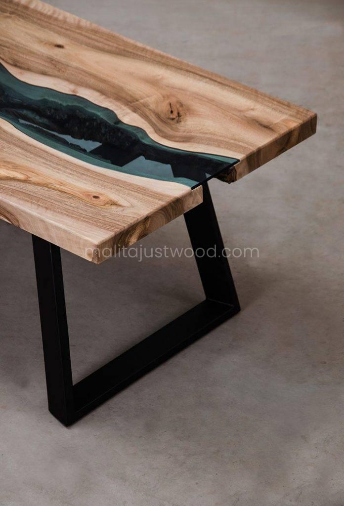 drewniana ława Locus ze wstawkami błękitnego hartowanego szkła