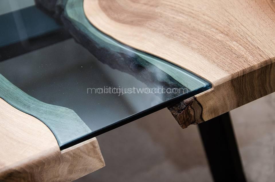drewniany stolik kawowy Locus ze szklanymi elementami