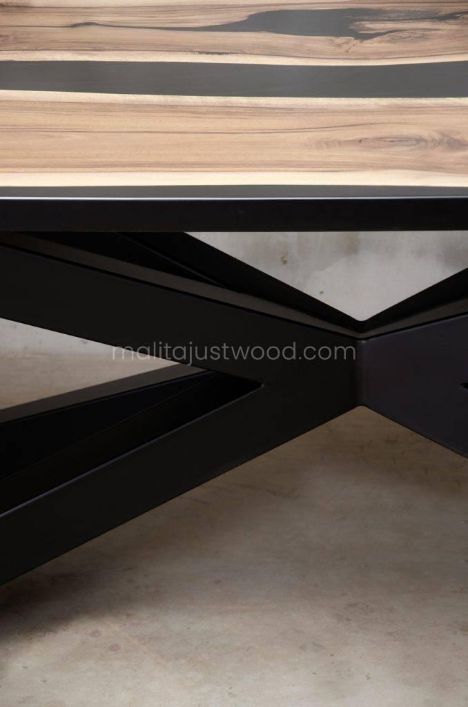 drewniany stół Magna idealny do jadalni