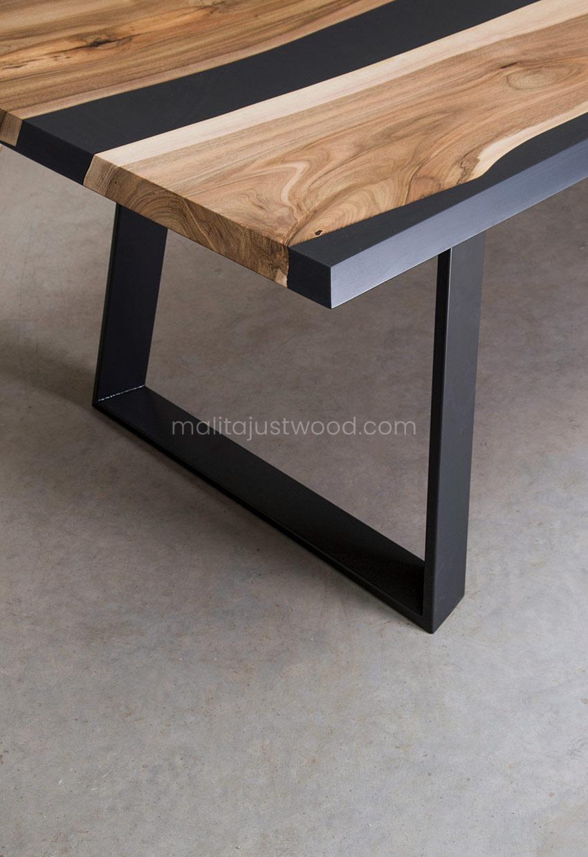 elegancki stół Ornatus do jadalni z żywicą epoksydową