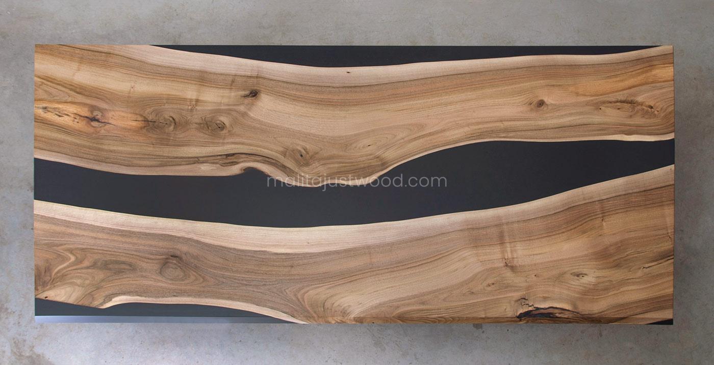 stół Ornatus z drewna z pasami żywicy epoksydowej