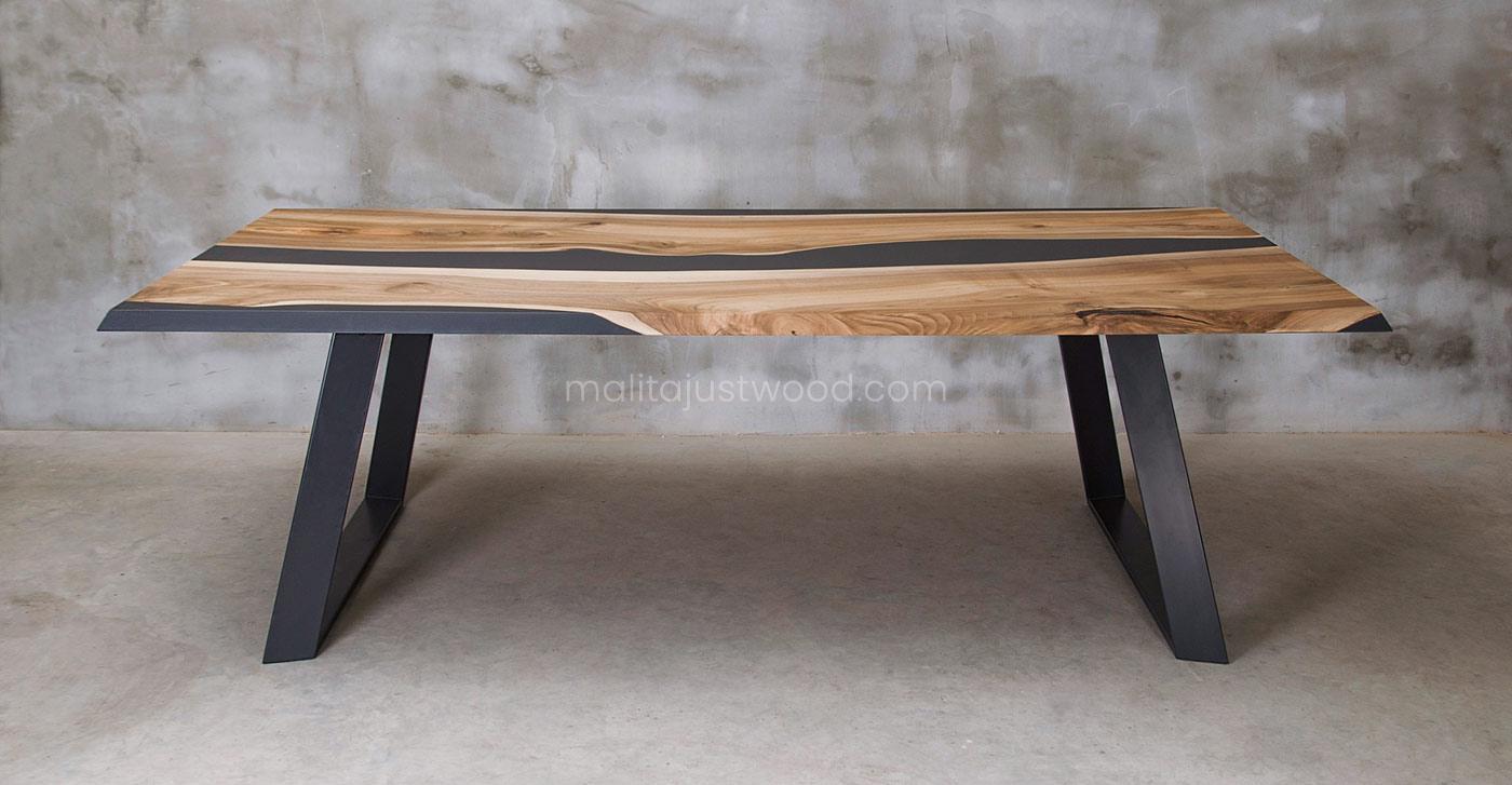 jadalniany stół Ornatus ze stalowymi nogami