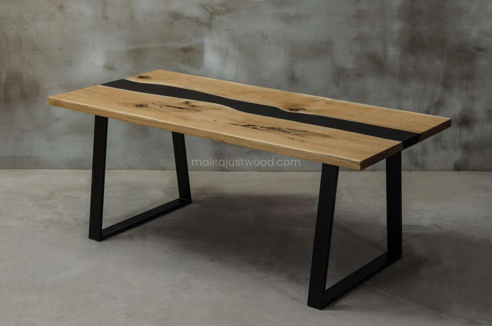 elegancki stół Libenter z barwioną na czarno żywicą