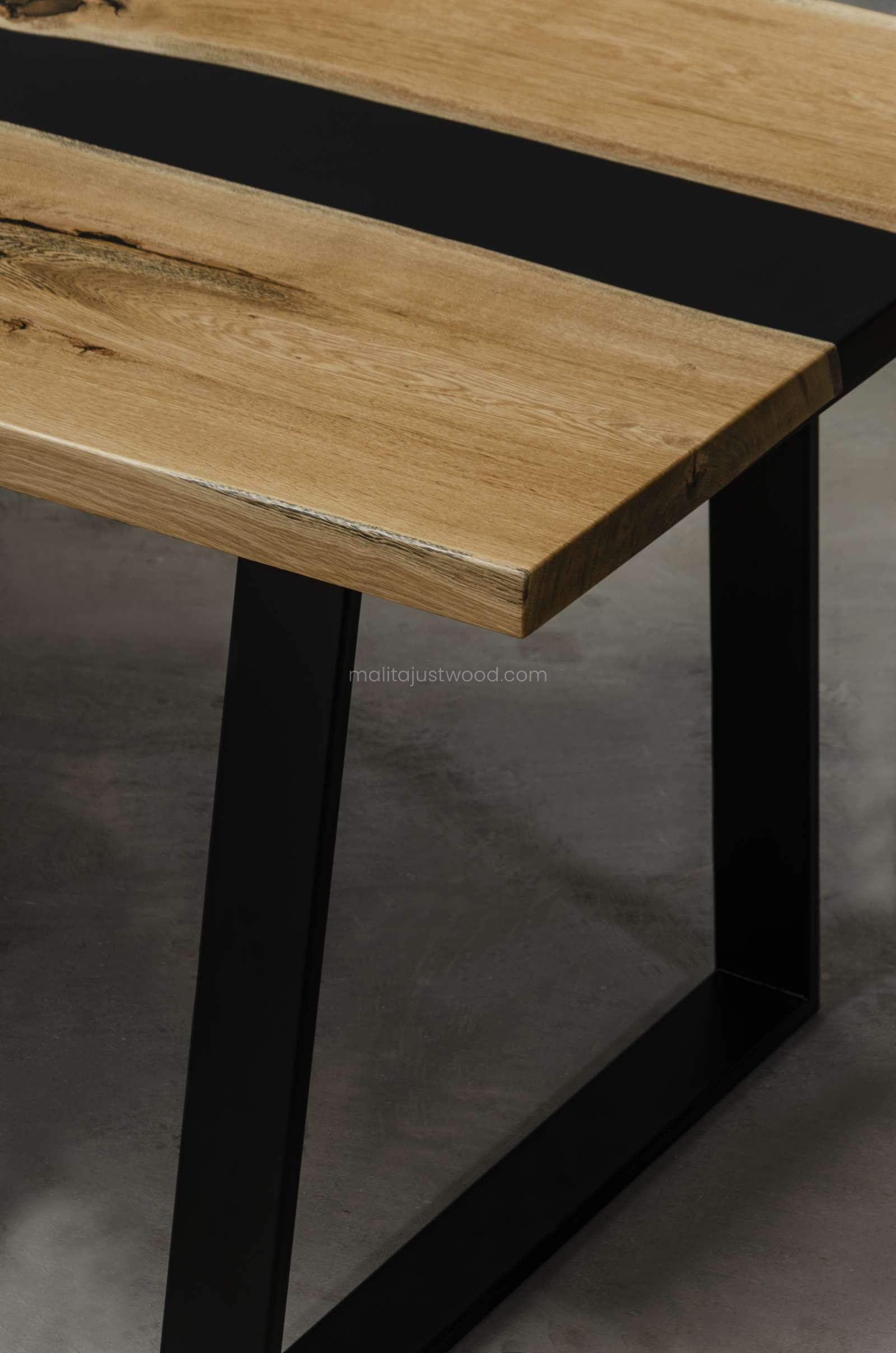 drewniany stół Libenter z żywicą w stylu loftowym