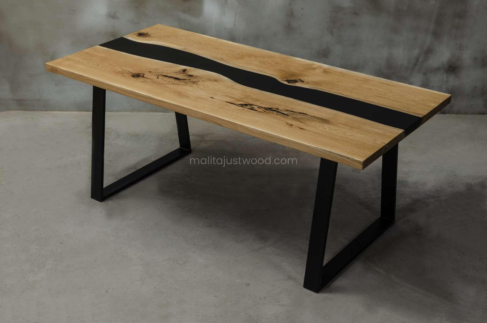 stół Libenter z drewna i czarnej żywicy epoksydowej