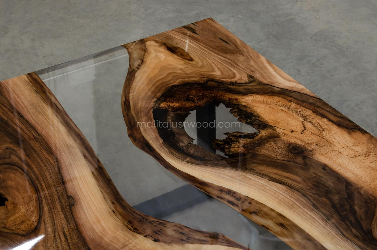 live edge coffee table with epoxy resin Ars
