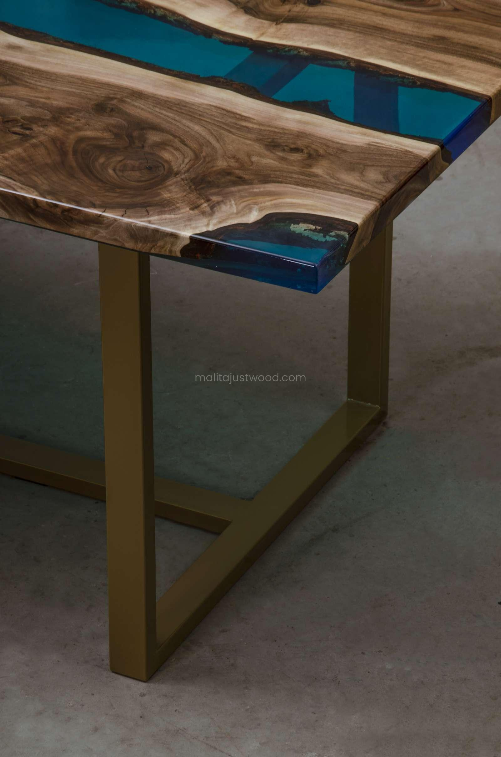 stół jadalniany Helvetica z żywicy