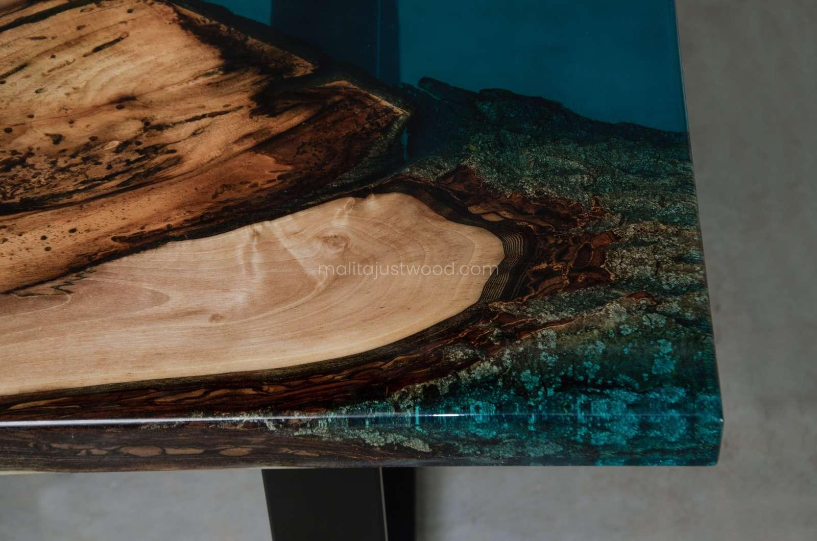 wooden coffee table Mare made of wood