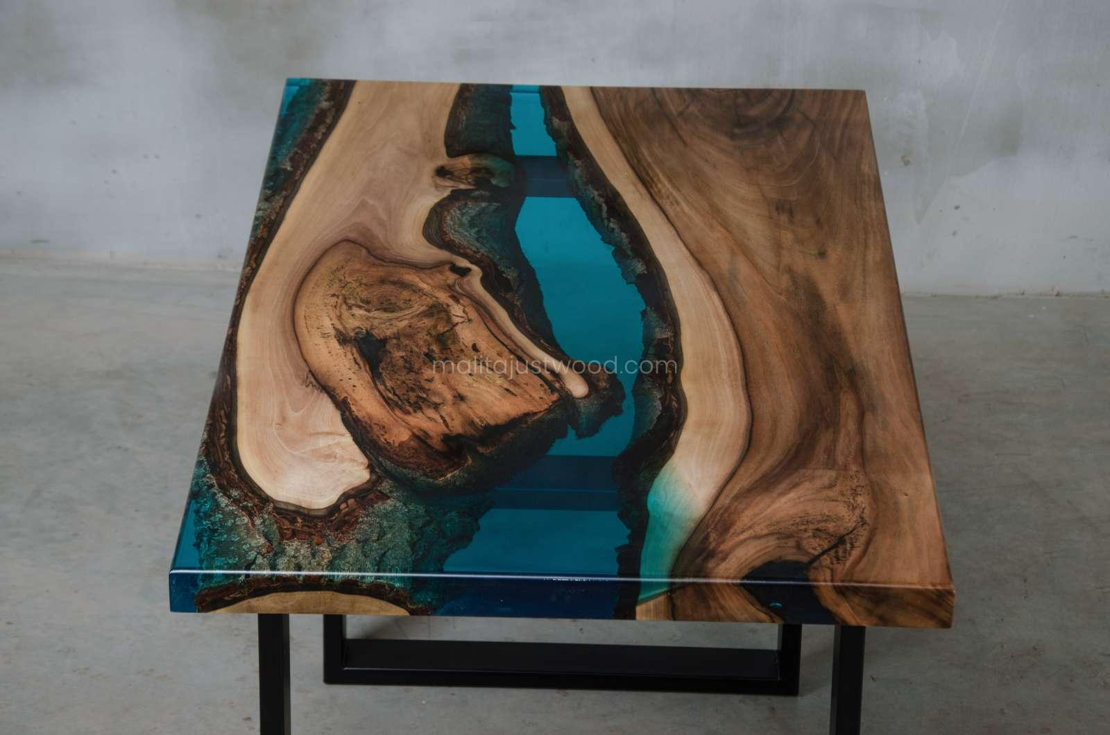 luxury coffee table Mare with wood and resin
