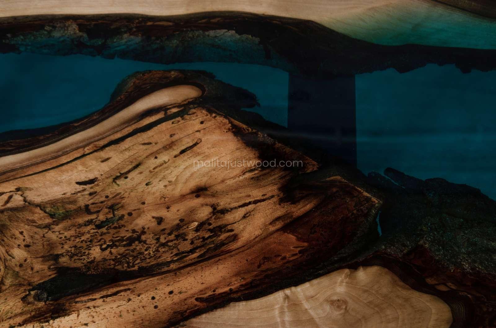 Luxus Couchtisch Mare mit Holz und Harz