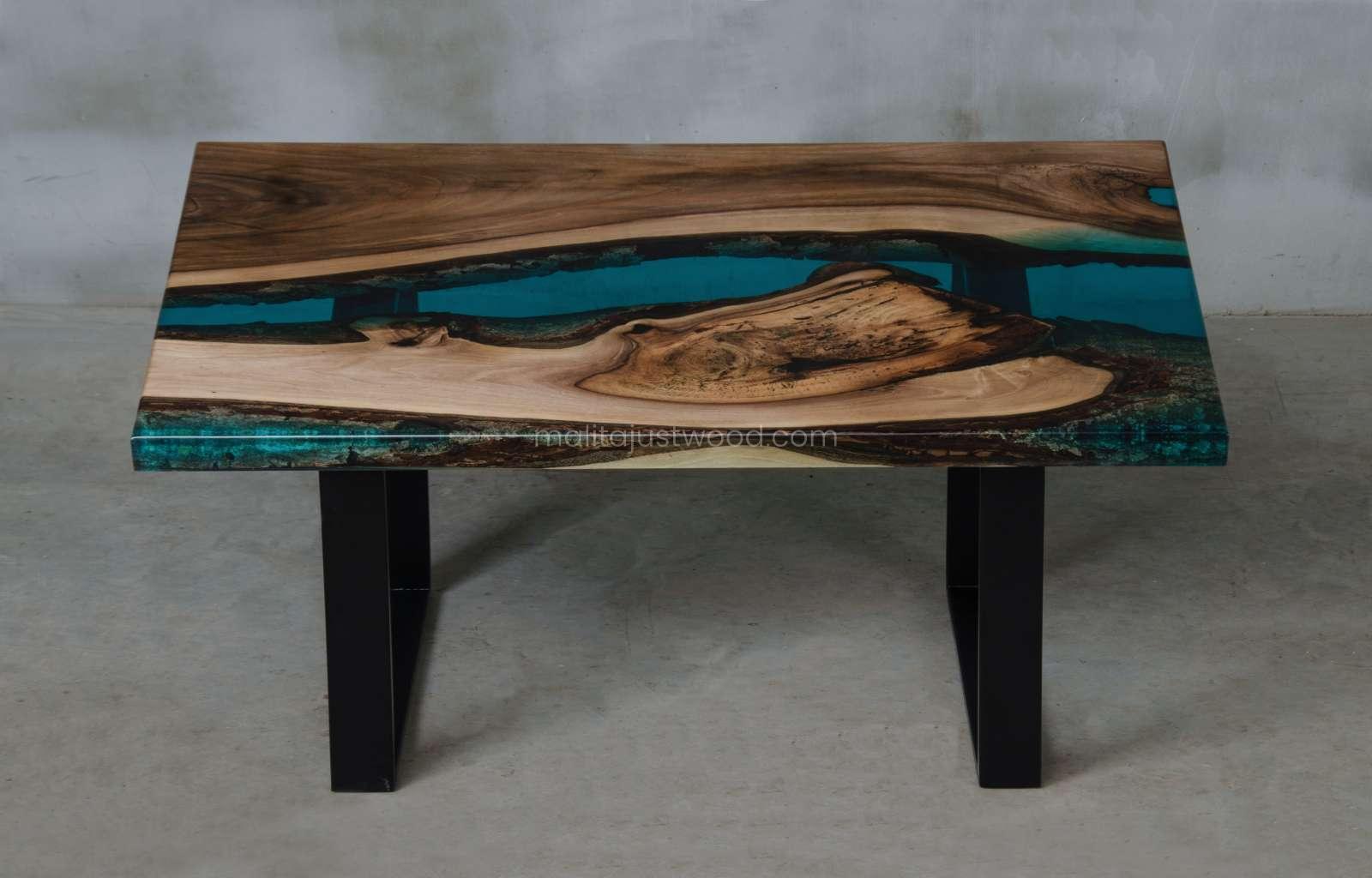 moderner Couchtisch Mare zum Sofa