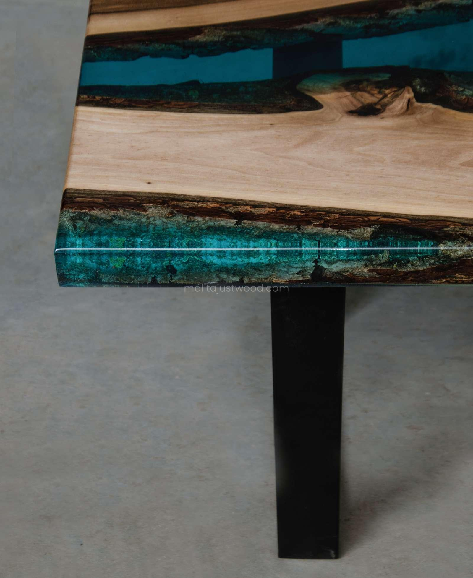 Mare coffee table made of wood and epoxy resin