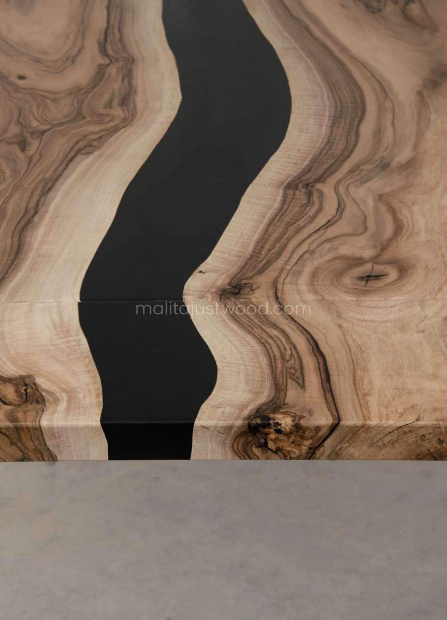 stoły Tenens z żywicy i drewna