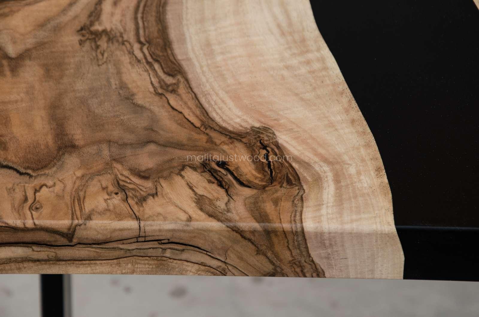 rozkładany stół tenens z drewna orzecha z żywicą