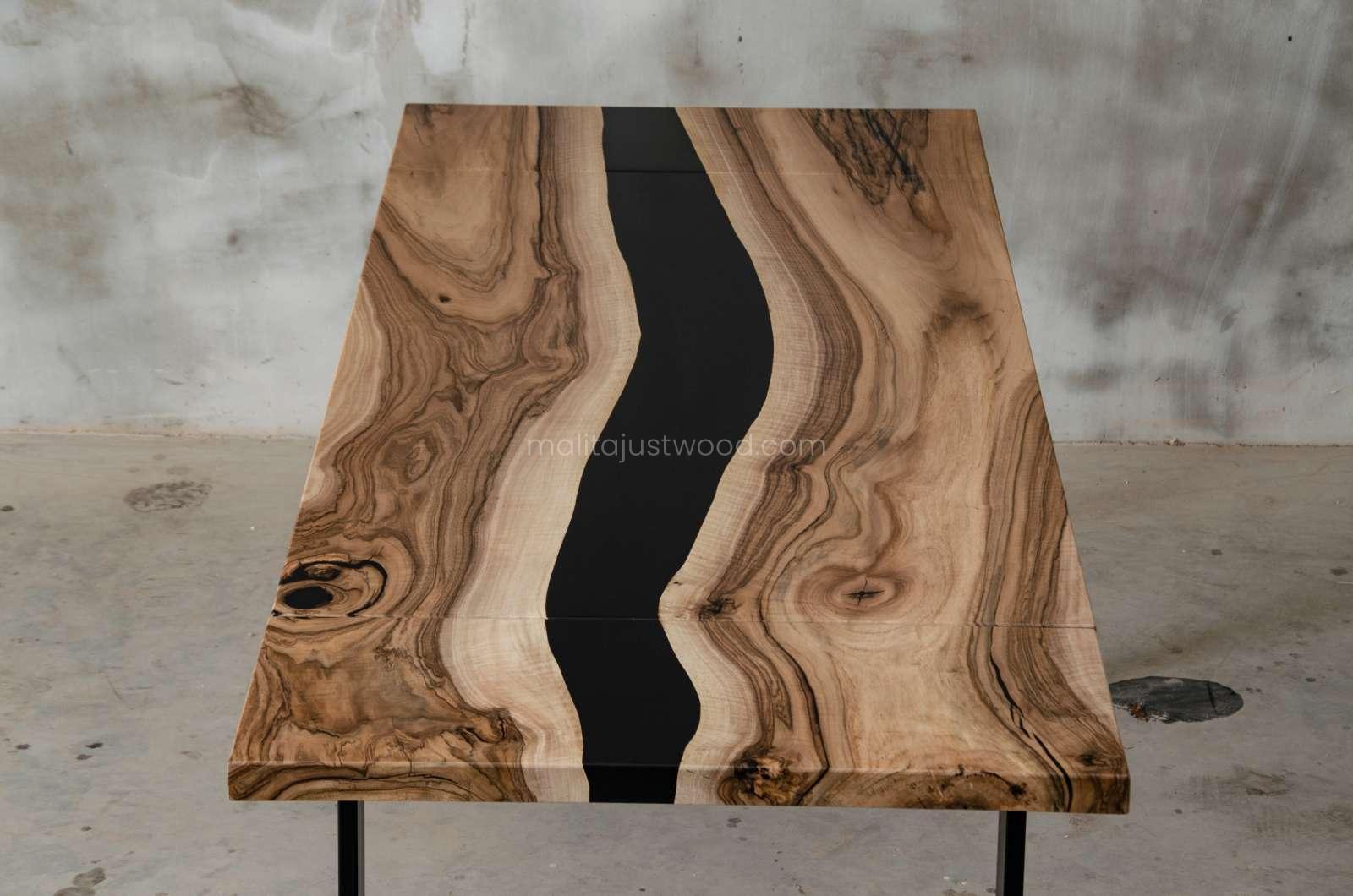 stół Tenens żywica czarna i drewno orzecha