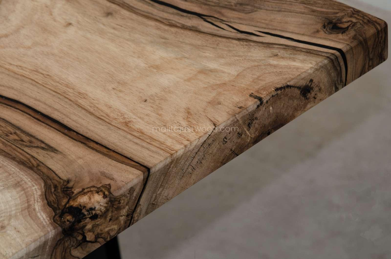 extendable table tenens made of walnut wood with resin