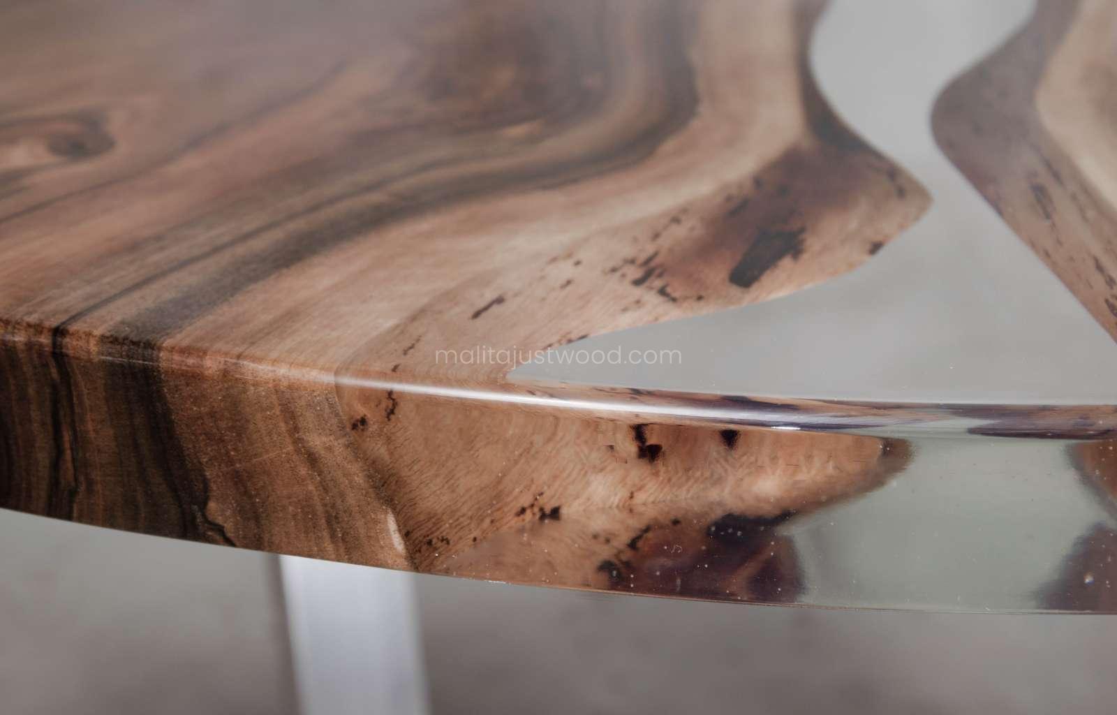 elegancki stolik kawowy Ferro orzech i żywica