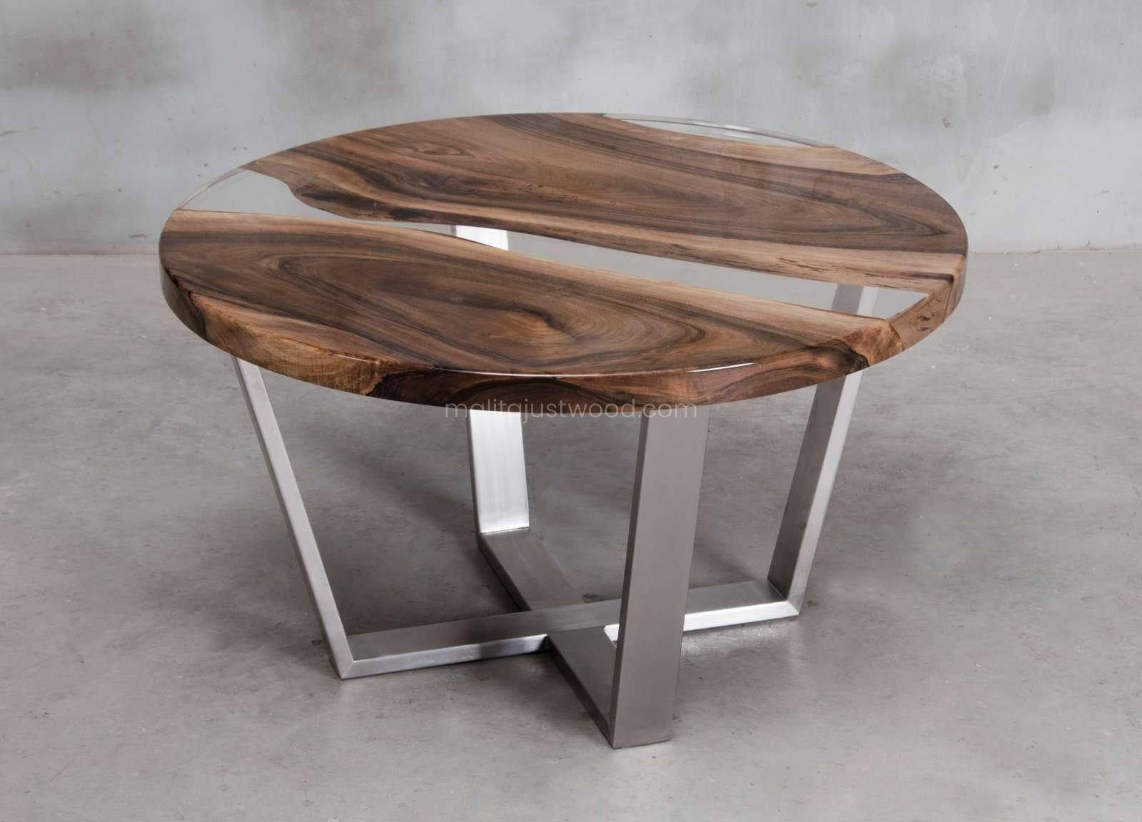 z drewna orzecha europejskiego stolik Ferro z żywicą epoksydową