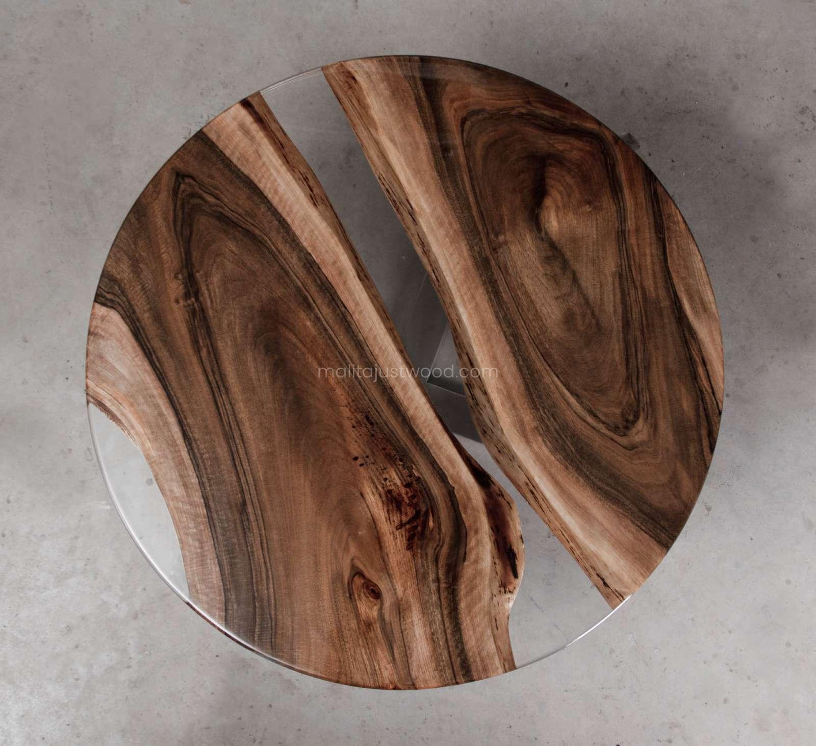 orzechowy stolik kawowy Ferro z drewna i metalu