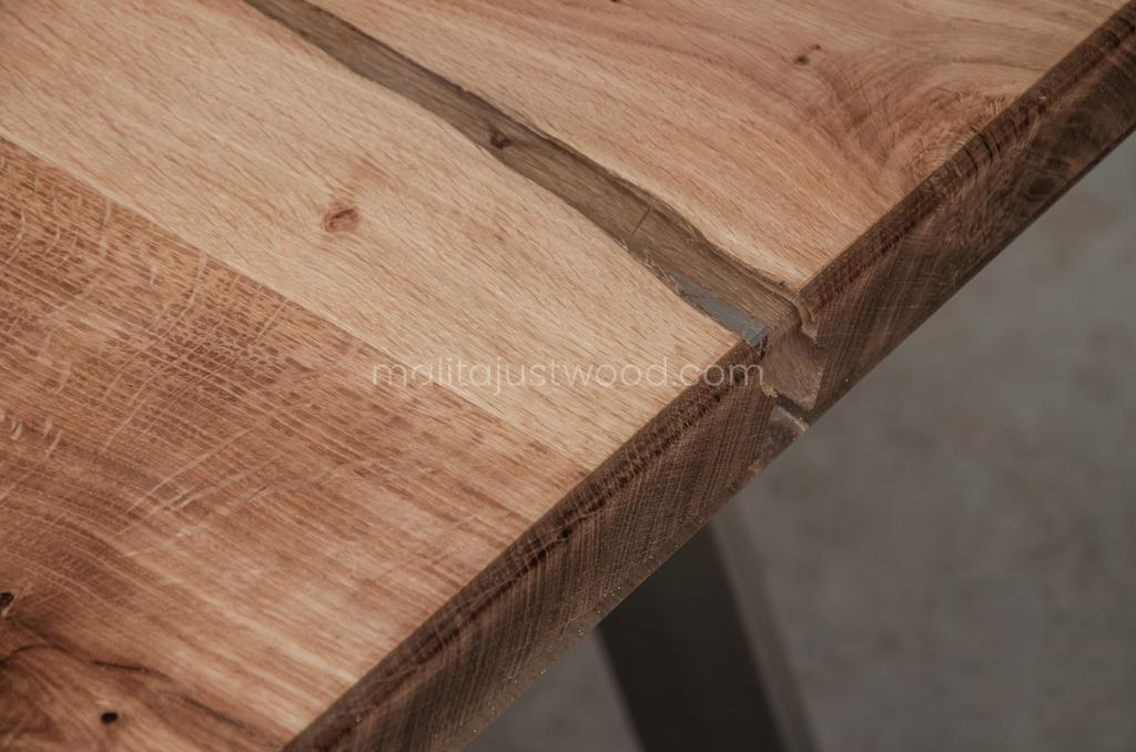 Live Edge Esstisch Ingenium aus Holz und Harz
