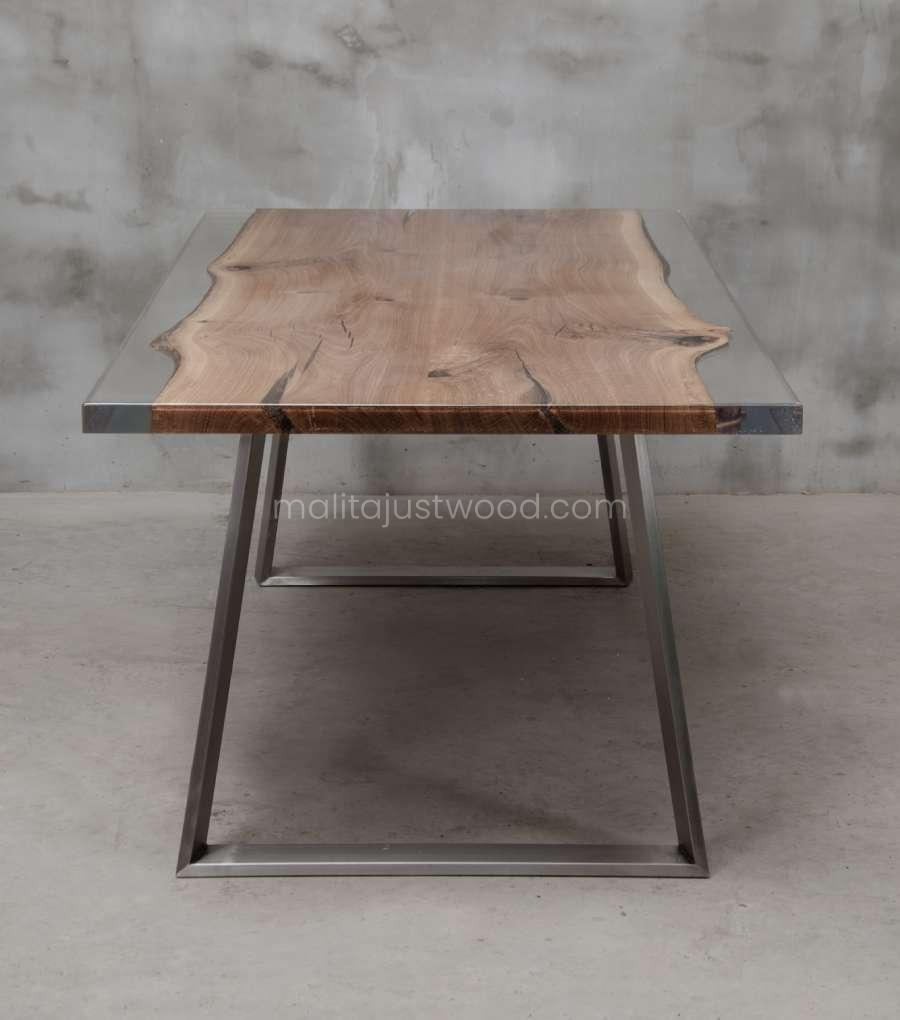 Live edge dining table Ingenium made of wood and resin