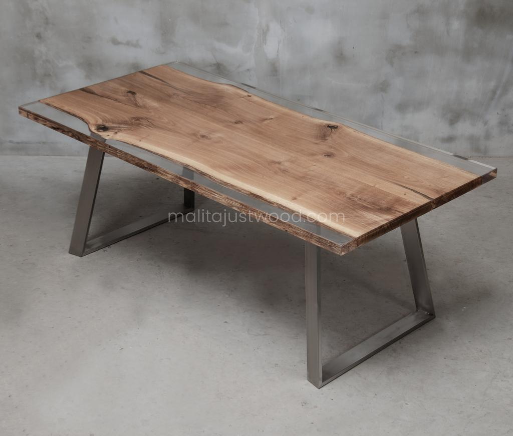 Ingenium Tisch aus Eichenholz mit Harz