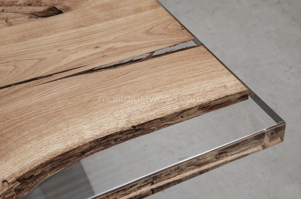 Ingenium oak resin table