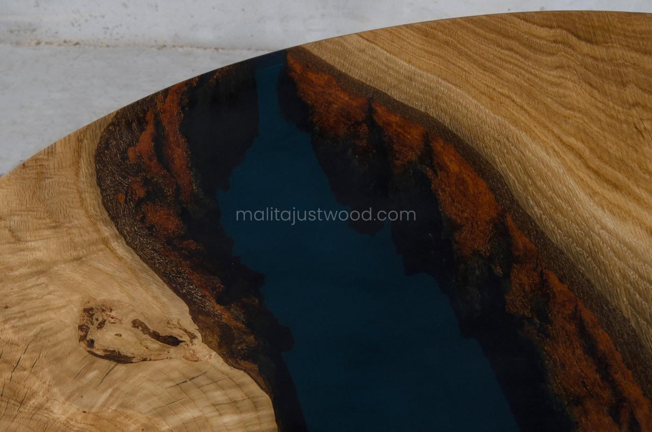 Moon River Eiche Couchtisch mit dunkelblauem Harz