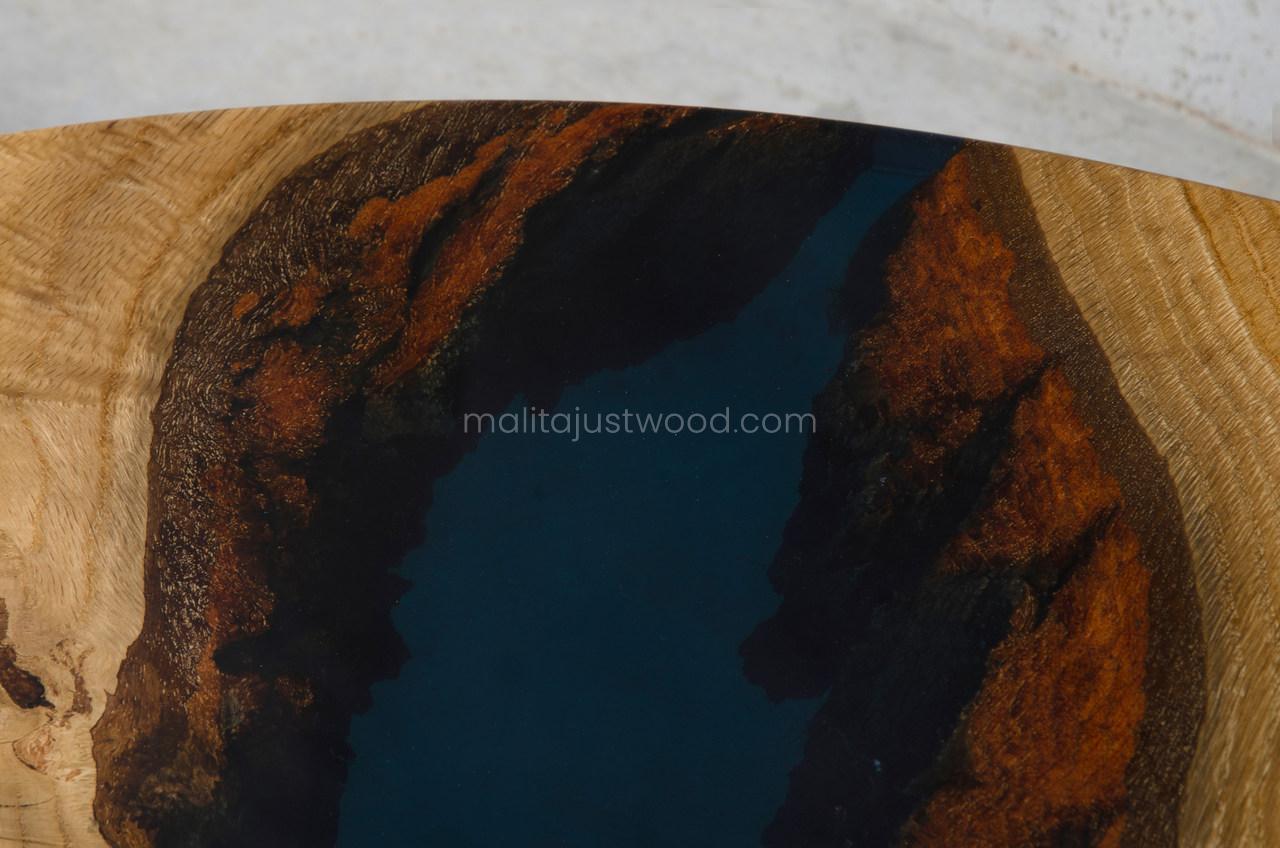 Moon hochglanzlackierter Couchtisch aus Eichenholz mit Harz