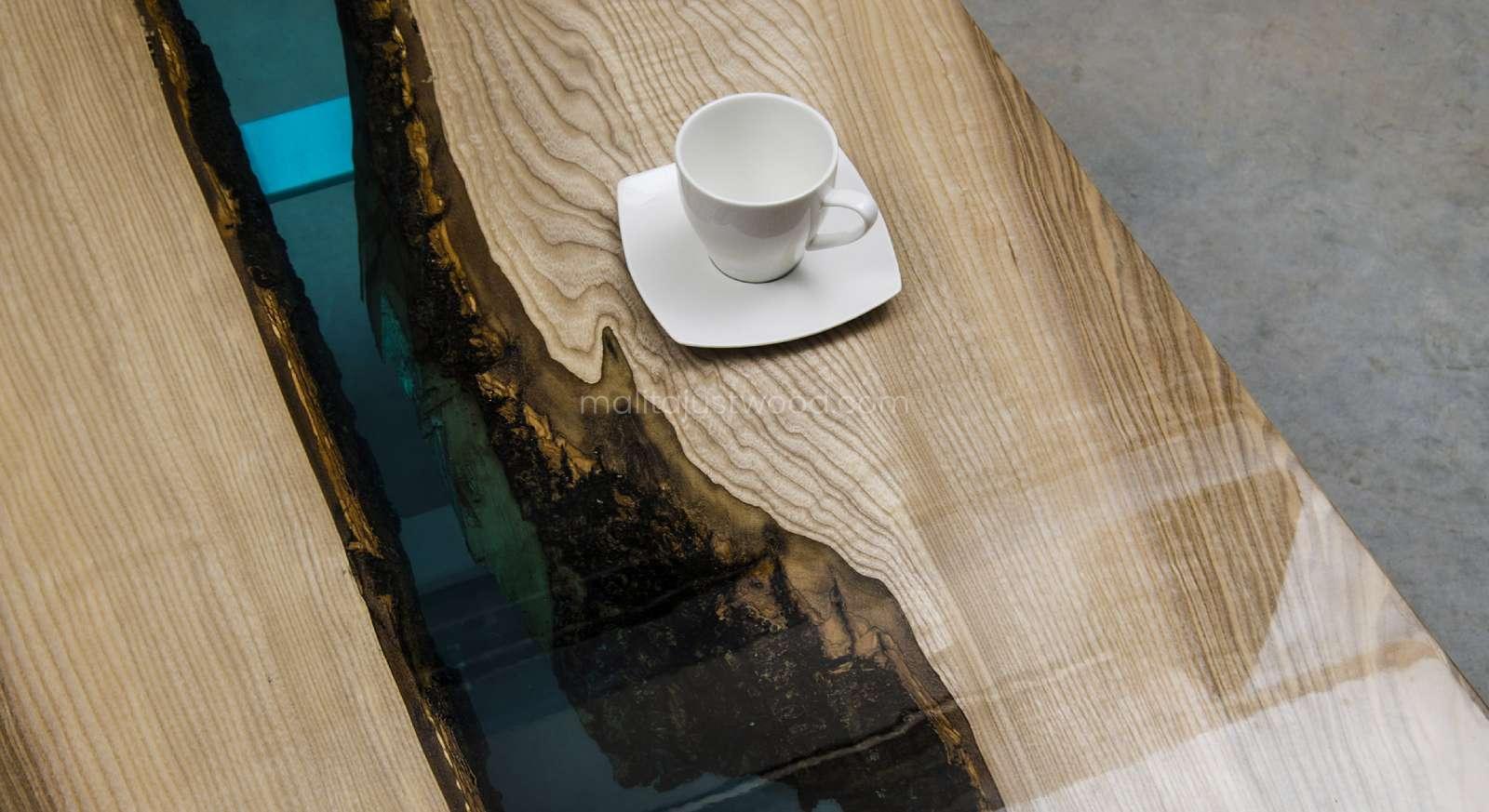 lakierowany stolik kawowy Cinis z żywicą