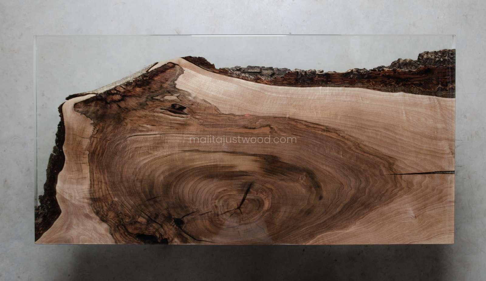 walnut coffee table Sublimis with resin