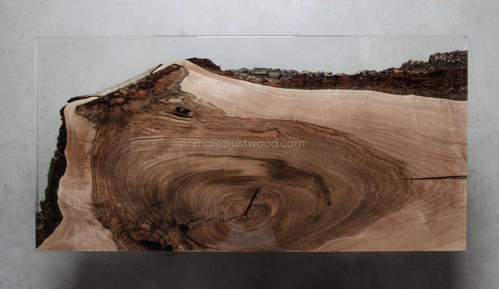 stolik kawowy Sublimis z żywicą i stalowymi nogami