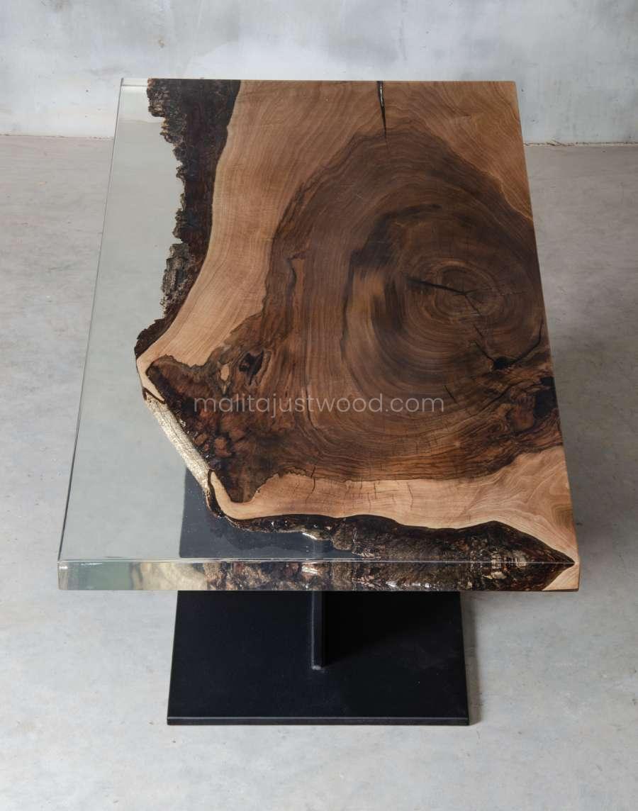 stolik kawowy Sublimis z drewna i żywicy