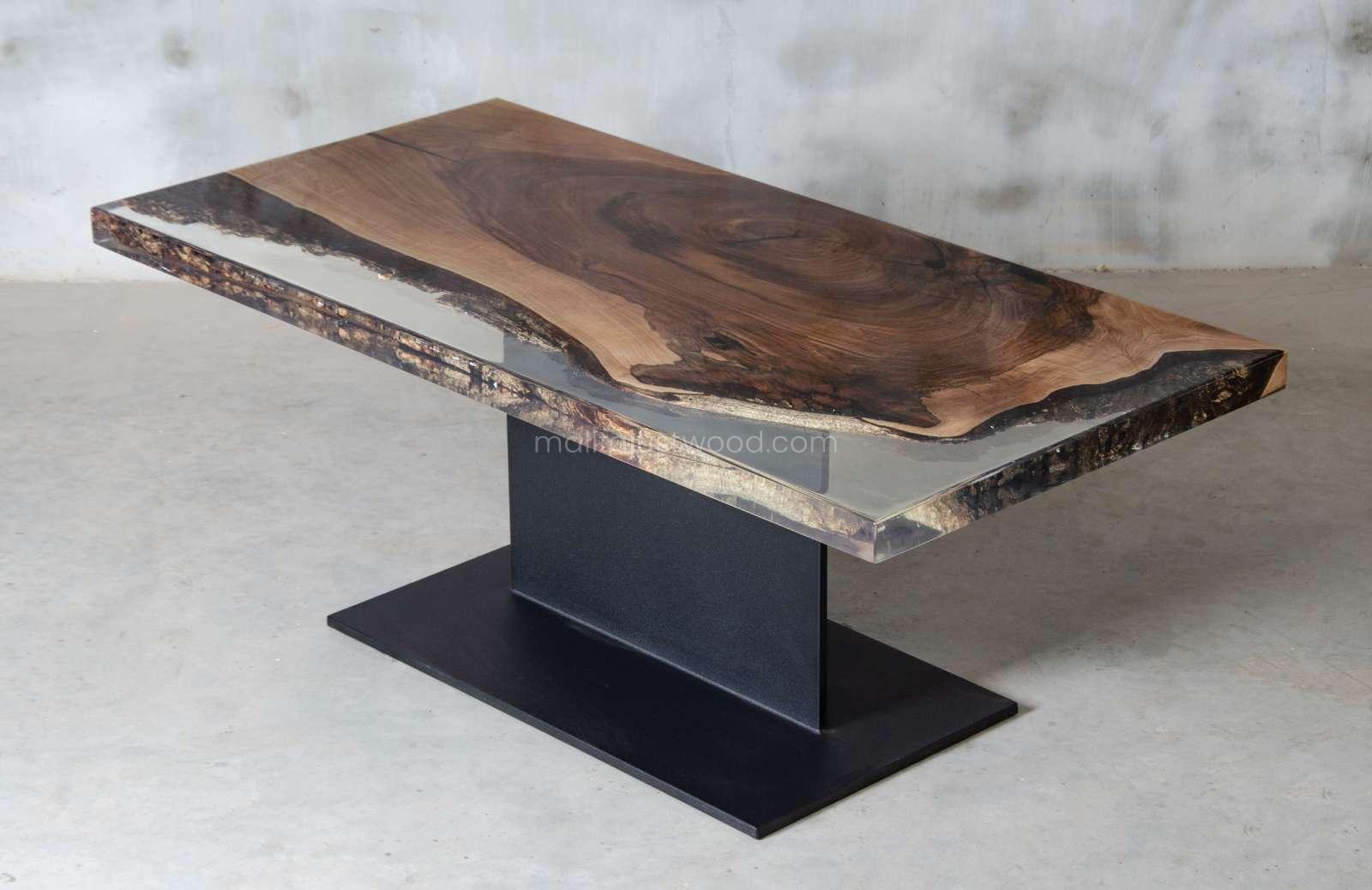 lakierowany stolik kawowy Sublimis z transparentną żywicą