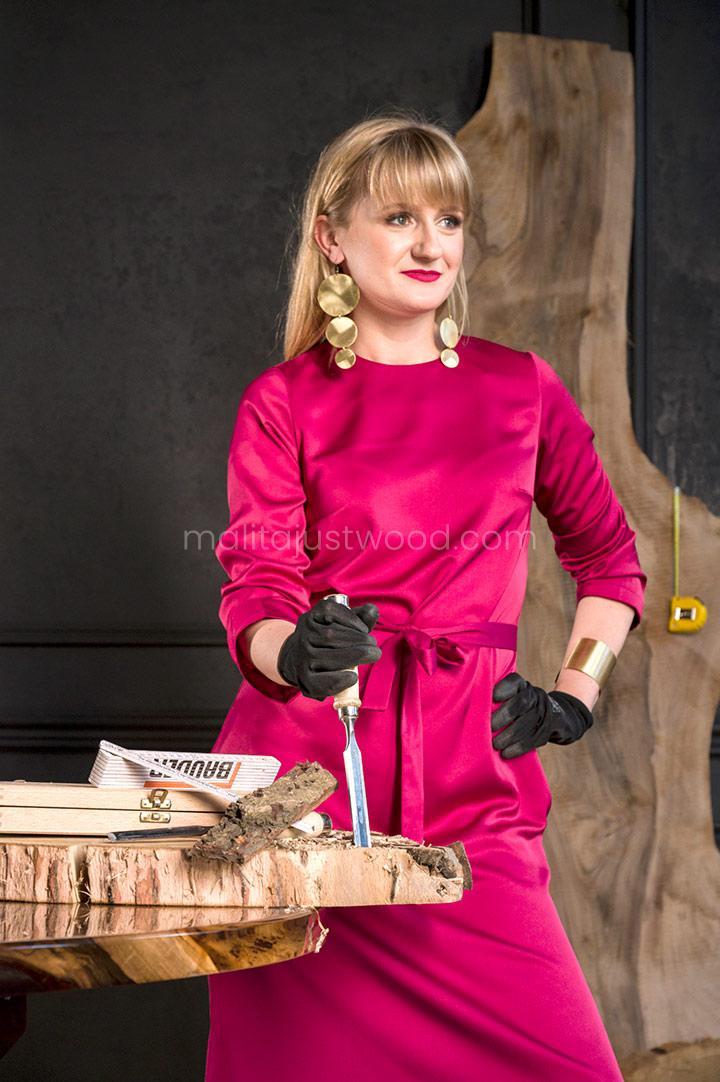 Elżbieta tworzy meble z pasji do drewna