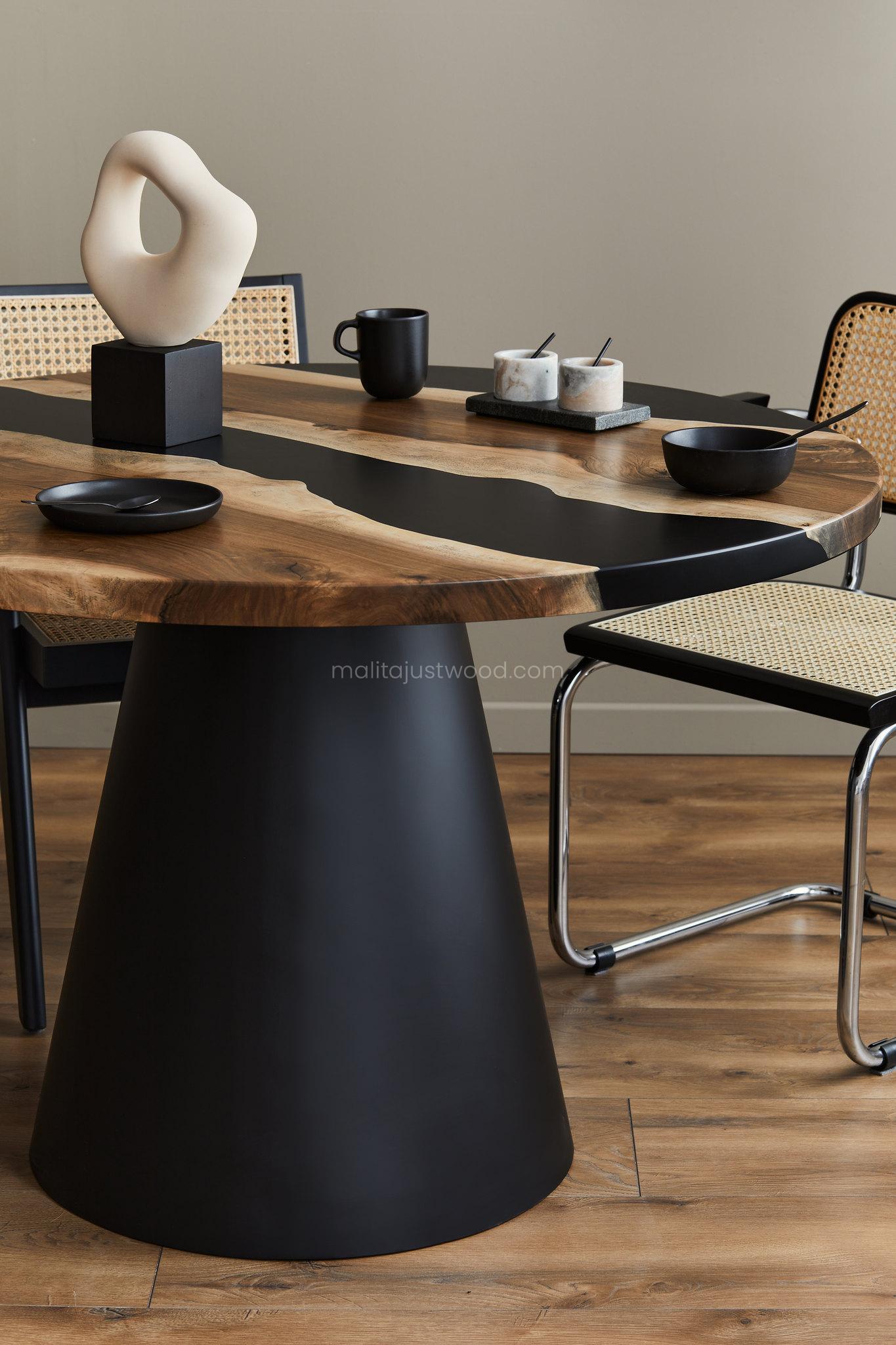 Minimalistyczny stół ze stożkowatą metalową nogą i awangardowym blatem
